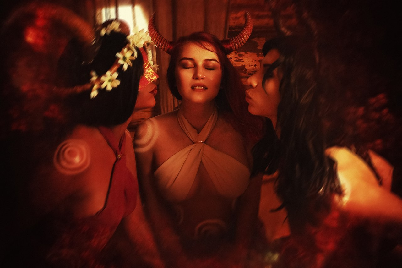 Пять правильных косплеев на суккубов из Ведьмака — горячие фотографии девушек